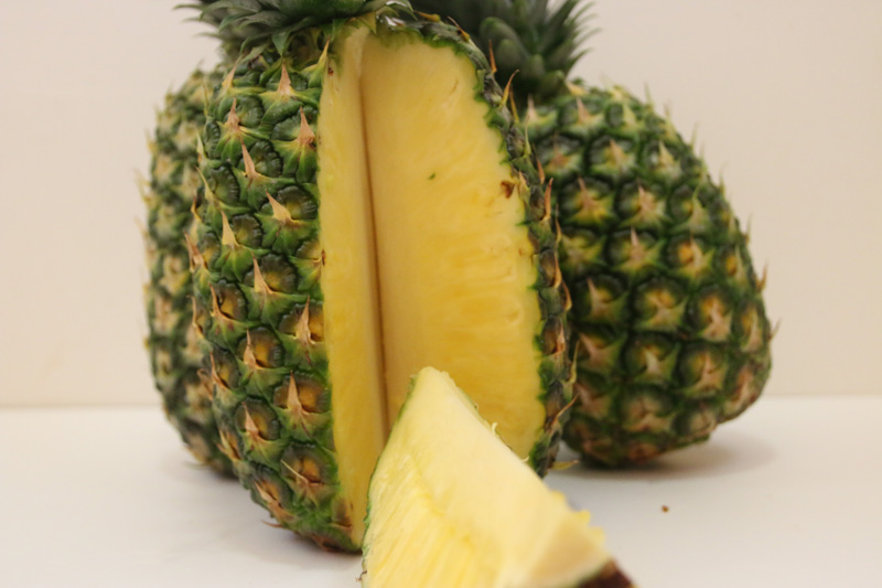 how to cut a pineapple in costa rica